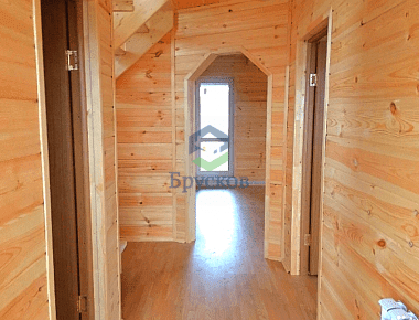 коридор в доме из бруса
