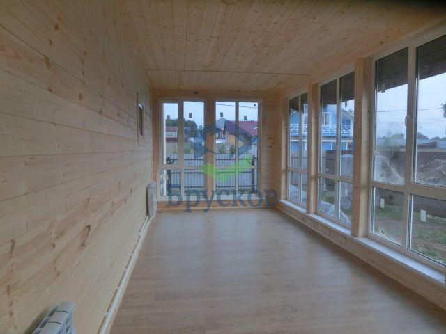 крытая терраса в доме из бруса